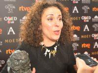 Sandra Hermida recibe el Goya por la dirección de producción de 'Un monstruo viene a verme'.